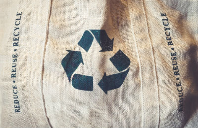 Stofftasche mit Recycling-Symbol