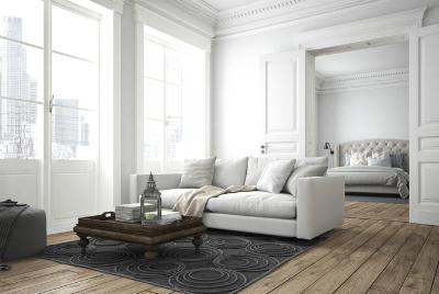 Wohn(t)träume: Hohe Räume gestalten - Wohnzimmer in hellen Farben gestaltet mit hoher Stuck-Decke