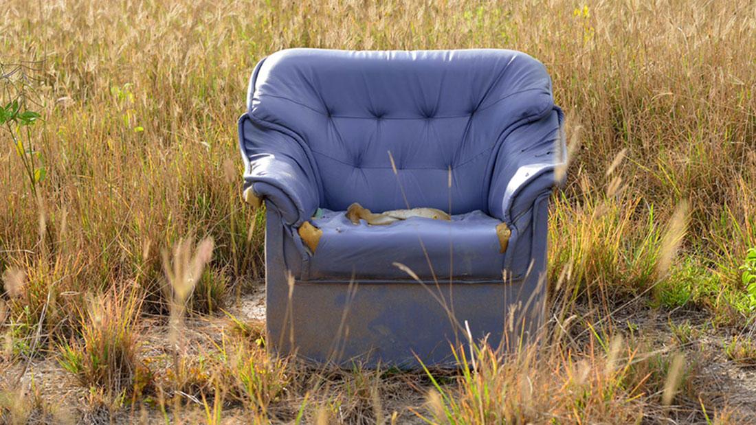 die geschichte des ohrensessels. Black Bedroom Furniture Sets. Home Design Ideas